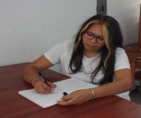 conoce-a-margarita-renderos-poeta-salvadoreña