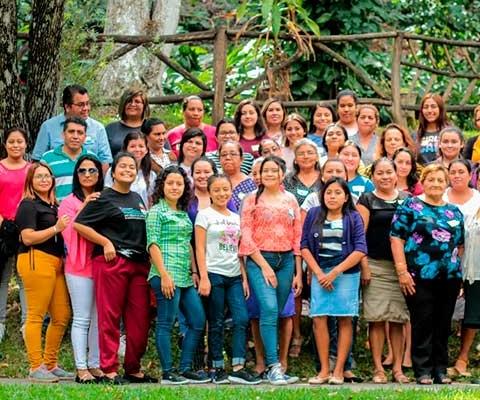 Fortaleciendo-y-uniendo-familias-para ser Muchas Más